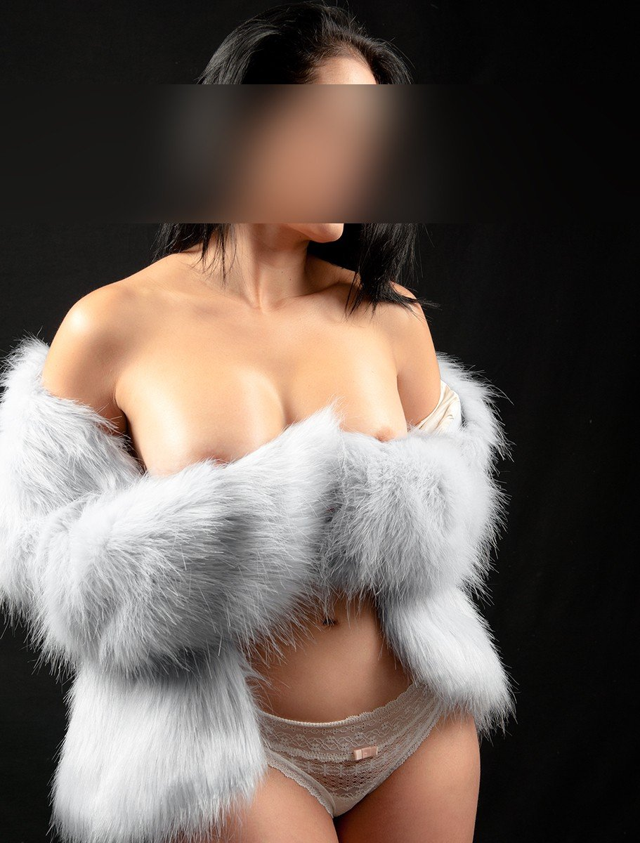 Angela (27), escort in Madrid, Madrid, Spain