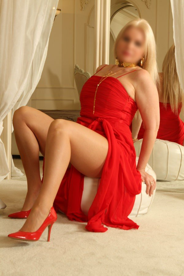 Emelie (47), escort a Frankfurt am Main, Hesse, Germania