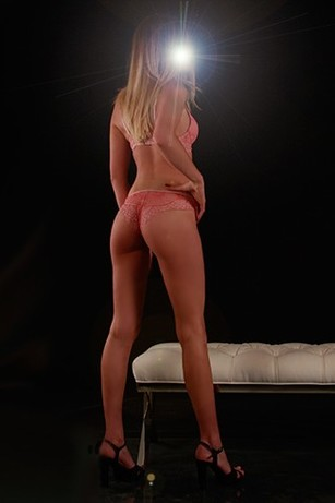 Hunter 24 years, female Escort from Kelowna, Canada