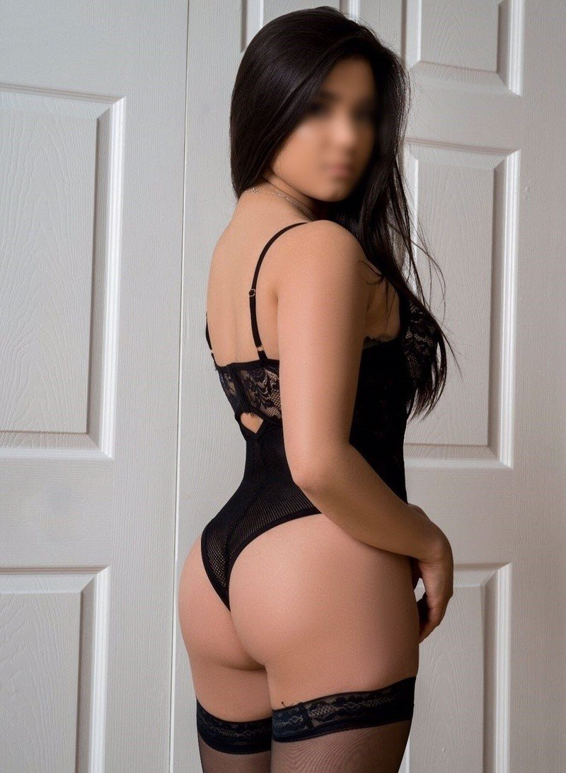 Crystal (22), escort in Chicago, Illinois, United States