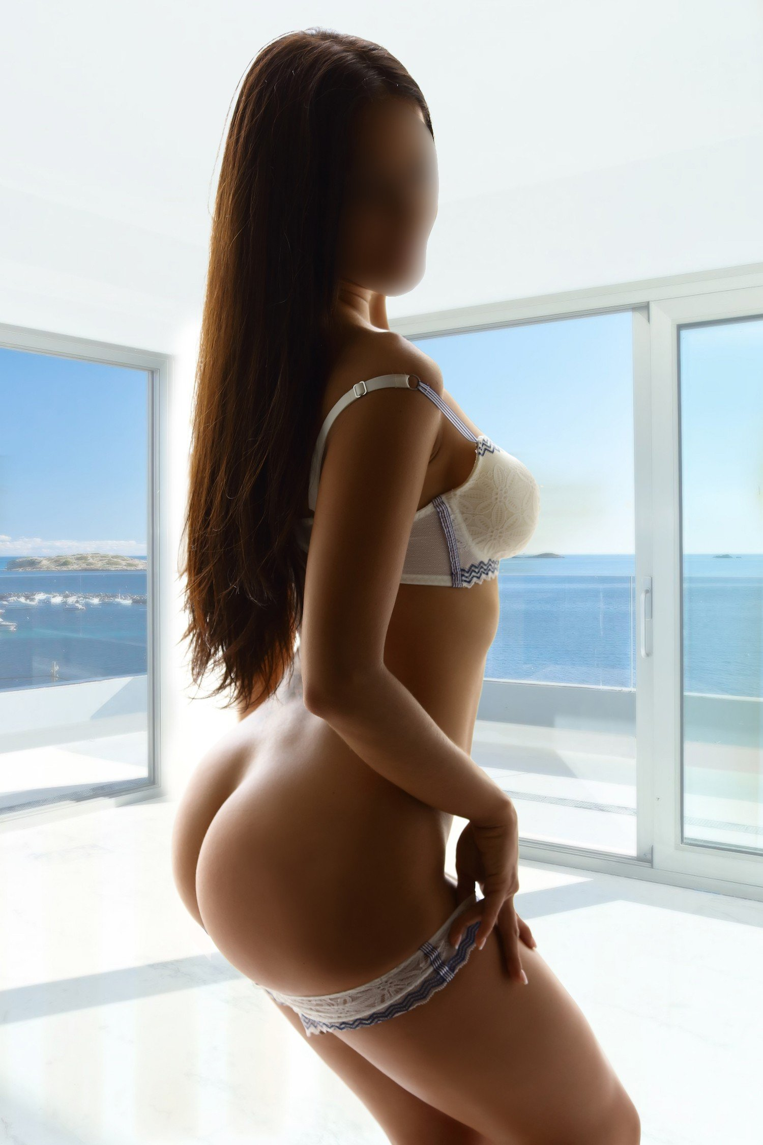 Andrea (26), escort in València, Valencia, Spain