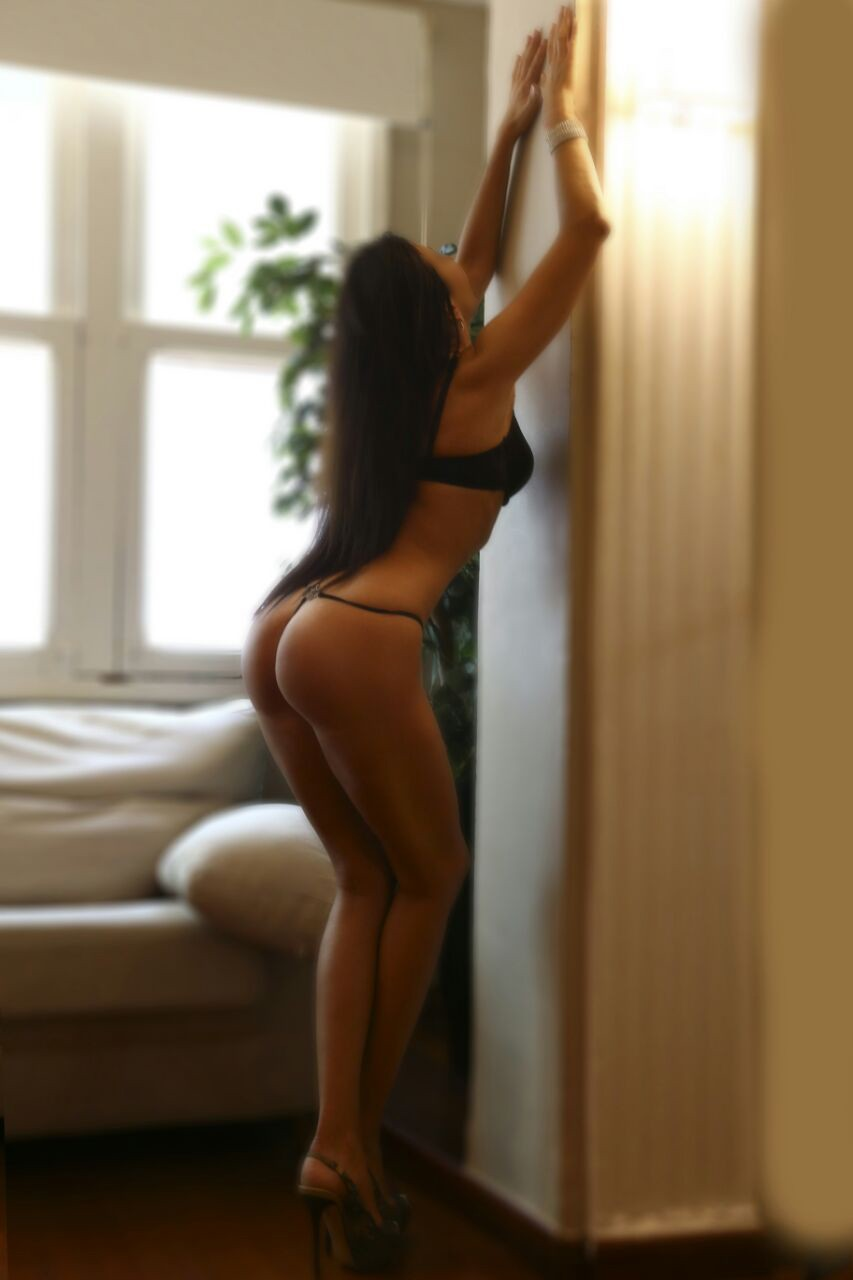 Julia (44), escort in València, Valencia, Spain